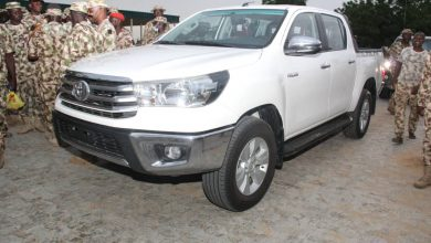 Photo of Chief of Army Staff donates vehicles to sergeant major